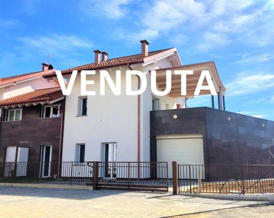 Villa a Schiera in vendita a Bernareggio, 5 locali, prezzo € 490.000 | Cambio Casa.it