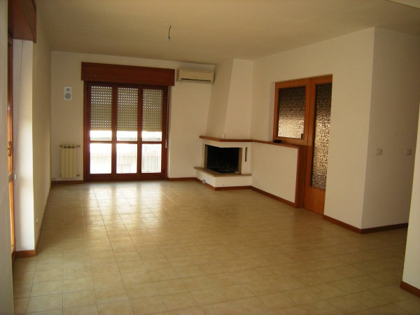 Appartamento in vendita a Itri, 4 locali, prezzo € 200.000 | Cambio Casa.it