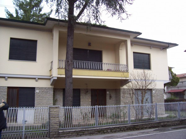 Villa in Vendita a Perugia Periferia: 5 locali, 300 mq