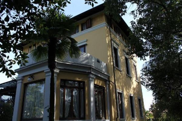 Villa in Vendita a Lesa Centro: 5 locali, 443 mq