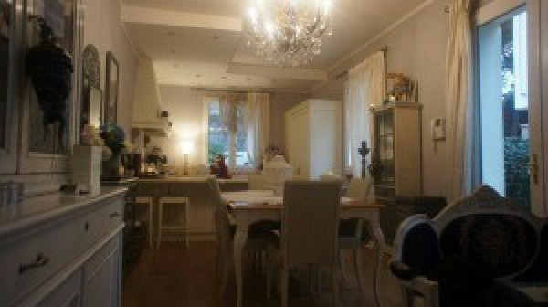 Villa in Vendita a Ravenna Centro: 5 locali, 239 mq