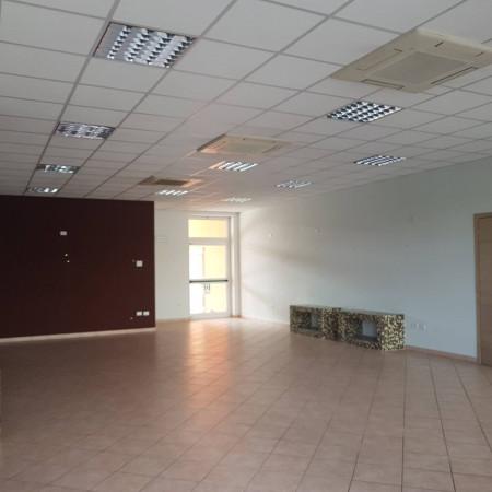 Negozio / Locale in affitto a Guastalla, 2 locali, prezzo € 950 | Cambio Casa.it