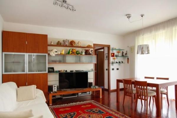 Appartamento in vendita a Lesmo, 3 locali, prezzo € 195.000 | CambioCasa.it