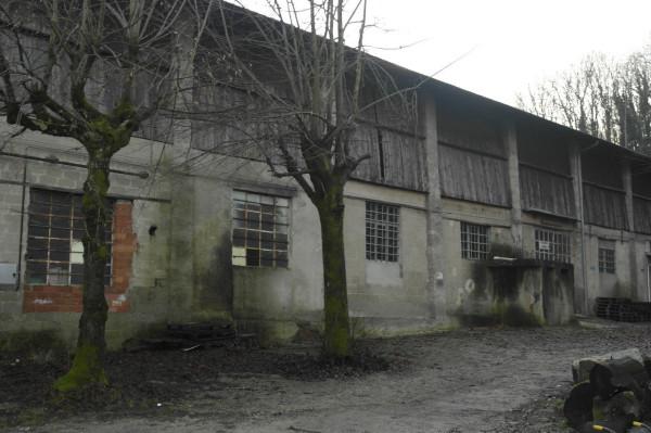 magazzino-deposito  in Vendita a Laveno-mombello