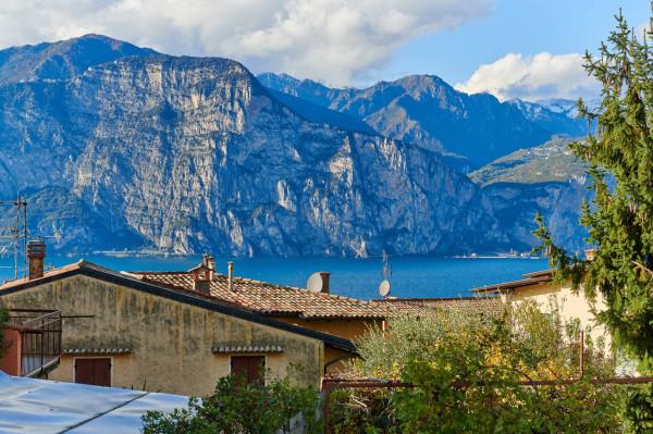 Appartamento in vendita a Brenzone, 4 locali, prezzo € 285.000   CambioCasa.it