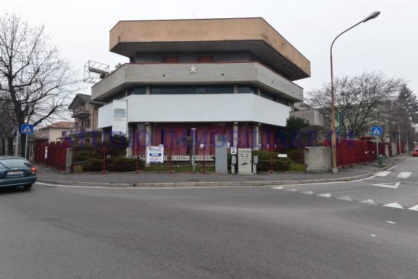 Immobile Commerciale in vendita a Desio, 6 locali, prezzo € 980.000 | Cambio Casa.it