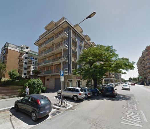 Ufficio-studio in Affitto a Foggia Centro: 5 locali, 215 mq