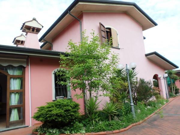 Villa in vendita a Camaiore, 6 locali, prezzo € 990.000 | Cambio Casa.it