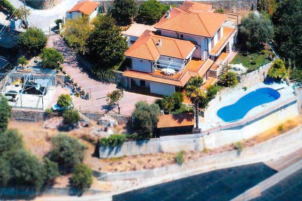 Villa in vendita a Vallecrosia, 6 locali, prezzo € 790.000 | Cambio Casa.it