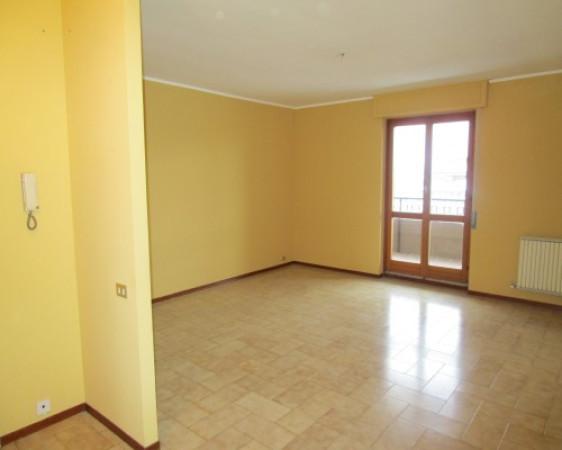 Appartamento in vendita a Borgomanero, 4 locali, prezzo € 100.000 | Cambio Casa.it