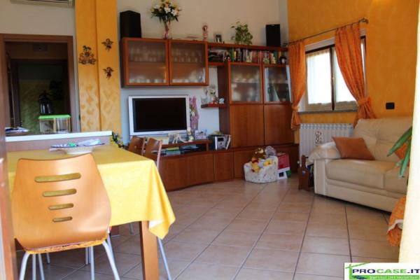 Appartamento in vendita a Rescaldina, 3 locali, prezzo € 148.000 | Cambio Casa.it