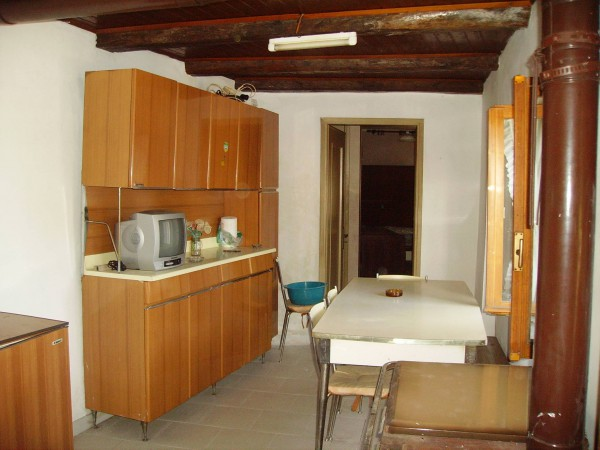 Rustico / Casale in vendita a Bagnolo Piemonte, 4 locali, prezzo € 32.000 | Cambio Casa.it