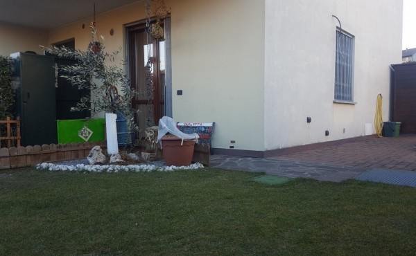 Appartamento in vendita a Lomazzo, 2 locali, prezzo € 105.000 | Cambio Casa.it