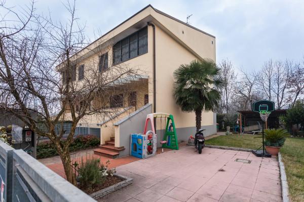 Villa in Vendita a Carugate Centro: 4 locali, 190 mq