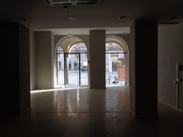 Negozio / Locale in affitto a Cremona, 3 locali, prezzo € 2.000 | Cambio Casa.it
