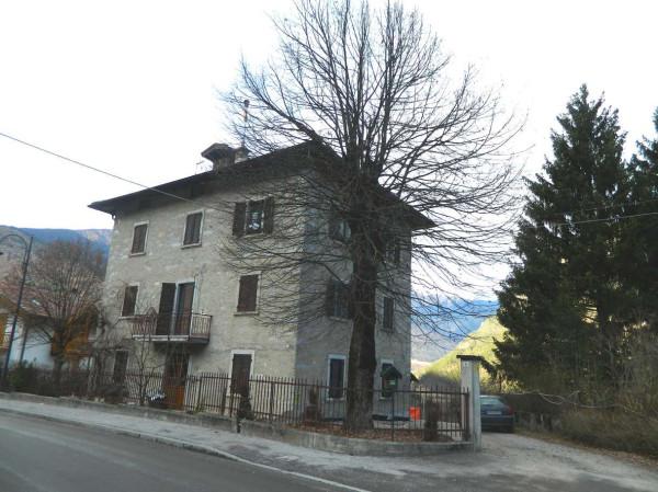 Villa in Vendita a Zuclo Periferia: 5 locali, 349 mq