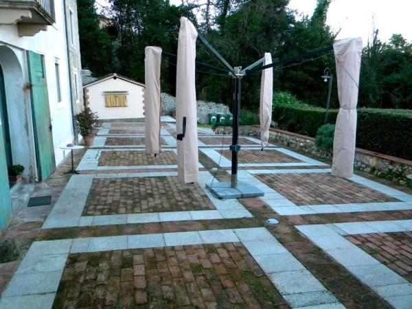 Villa in Vendita a Lucca Periferia Ovest: 5 locali, 1355 mq