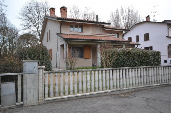 Villa in Vendita a San Giovanni In Persiceto Centro: 5 locali, 324 mq