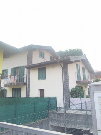 Appartamento in vendita a Faloppio, 3 locali, prezzo € 181.000 | Cambio Casa.it