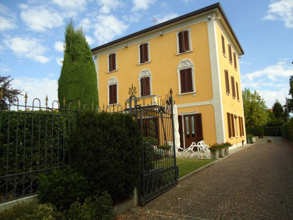 Palazzo / Stabile in Vendita a Verderio