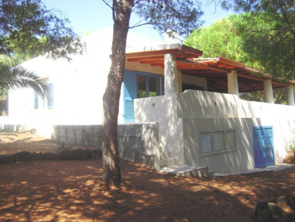 Villa in Vendita a Ustica Centro: 4 locali, 1330 mq