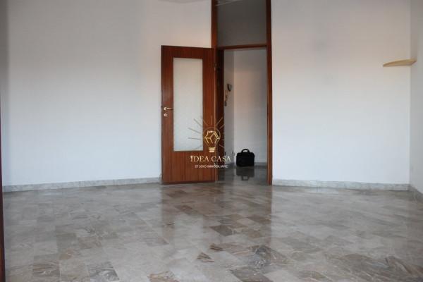 Appartamento in vendita a Verano Brianza, 3 locali, prezzo € 100.000 | Cambio Casa.it