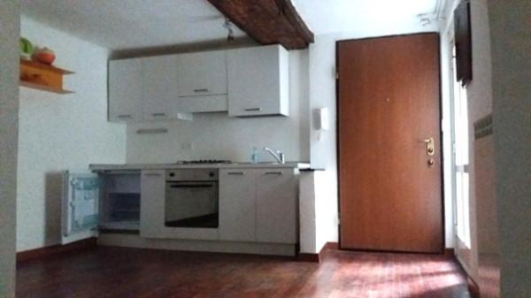 Appartamento in Affitto a Genova Centro: 2 locali, 45 mq