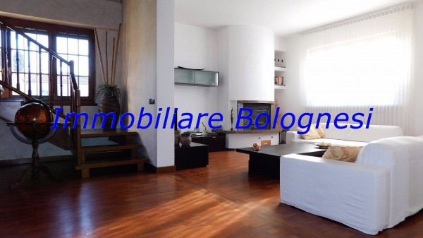 Villa in vendita a Gallarate, 6 locali, prezzo € 550.000 | Cambio Casa.it
