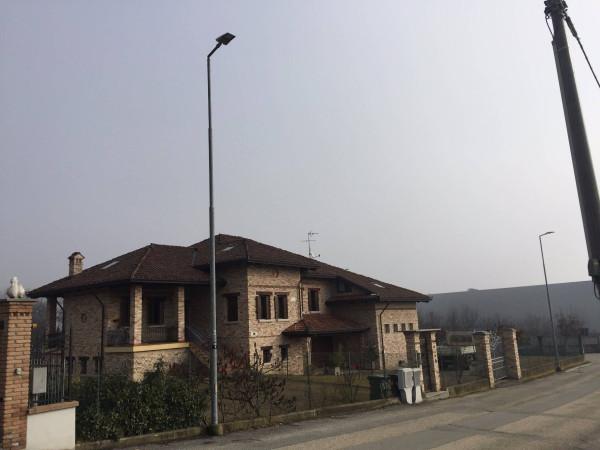 Villa in Vendita a Asti Periferia Est: 4 locali, 400 mq