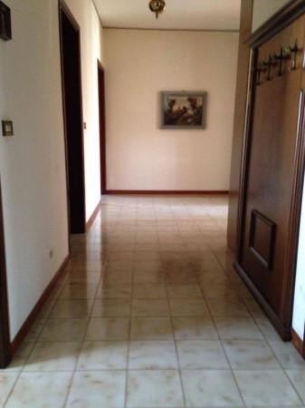 Appartamento in vendita a Novi di Modena, 5 locali, prezzo € 85.000 | Cambio Casa.it