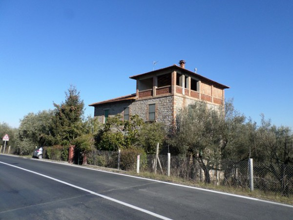 Casa indipendente in Vendita a Magione: 5 locali, 300 mq