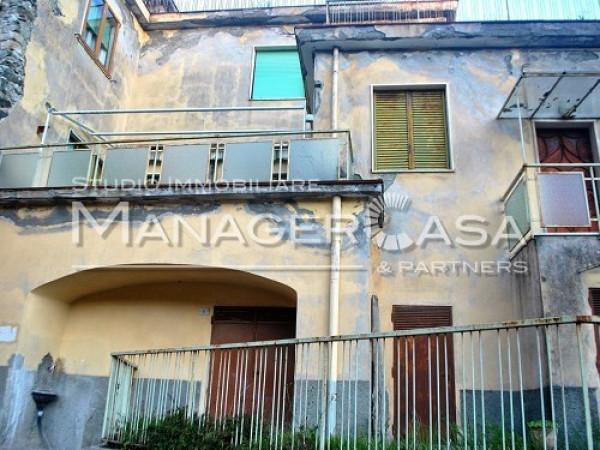 Palazzo / Stabile in Vendita a Deiva Marina