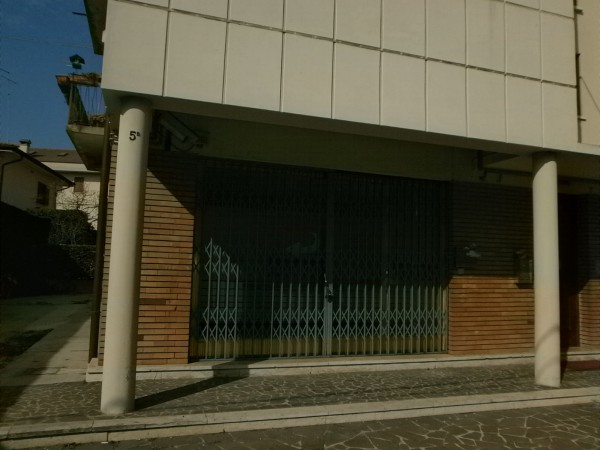 Negozio / Locale in affitto a Vicenza, 2 locali, prezzo € 380 | Cambio Casa.it