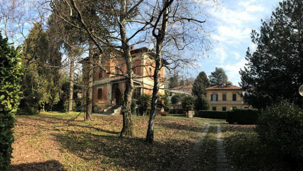Villa in Affitto a Varese