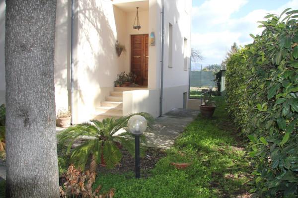 Villa in vendita a Foligno, 6 locali, prezzo € 245.000 | Cambio Casa.it