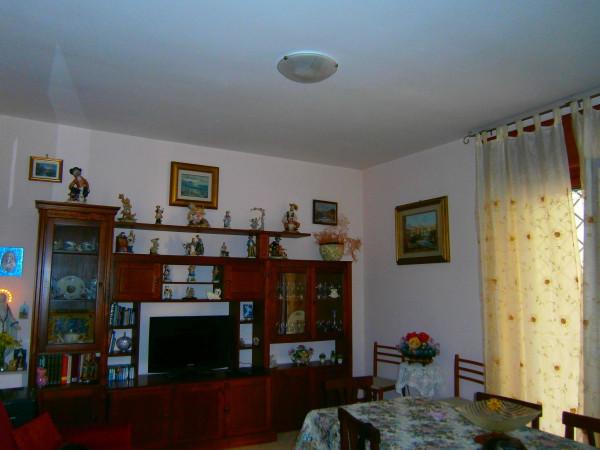 Appartamento in vendita a Pozzuoli, 3 locali, prezzo € 270.000   Cambio Casa.it