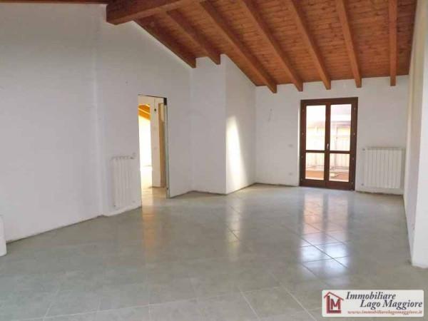 Appartamento in vendita a Leggiuno, 3 locali, prezzo € 160.000 | Cambio Casa.it