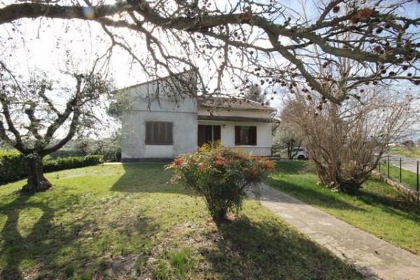 Villa in Vendita a Lucca Periferia Est: 5 locali, 130 mq