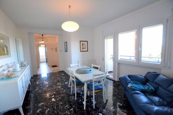 Appartamento in Affitto a Riccione: 4 locali, 90 mq