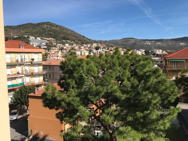 Appartamento in Vendita a Pietra Ligure: 3 locali, 65 mq