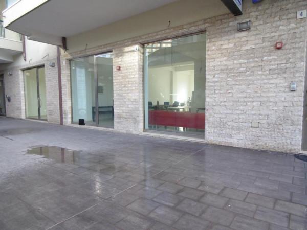 Negozio-locale in Affitto a Catania Centro: 1 locali, 130 mq