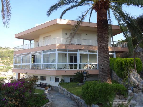 Villa in vendita a Vallecrosia, 6 locali, prezzo € 1.300.000 | Cambio Casa.it