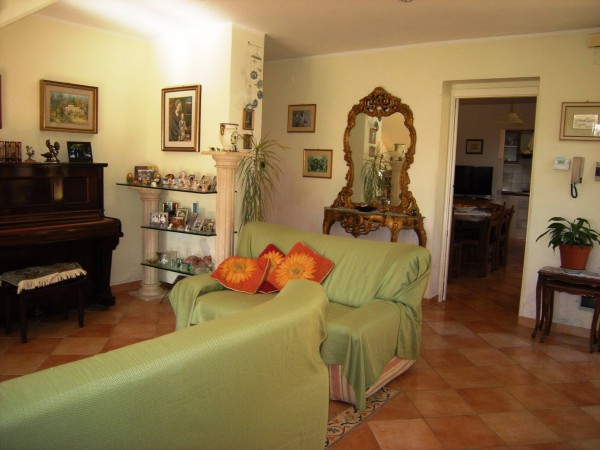 Villa in vendita a Formia, 5 locali, prezzo € 250.000 | Cambio Casa.it