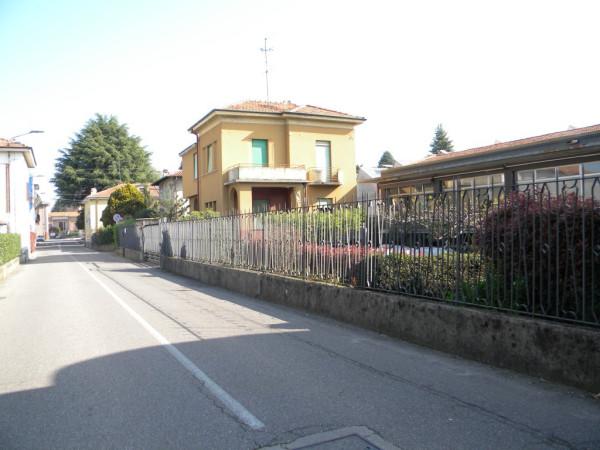 Villa in Vendita a Oggiona con Santo Stefano