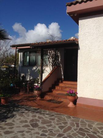 Villa in vendita a Latina, 3 locali, prezzo € 190.000 | Cambio Casa.it