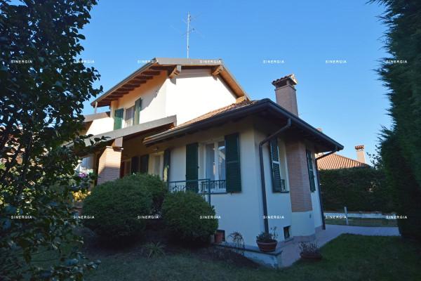 Villa in vendita a Abbiategrasso, 4 locali, prezzo € 470.000 | Cambio Casa.it