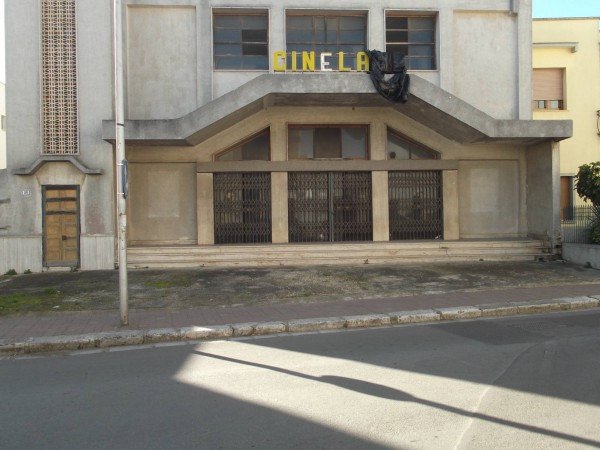 Immobile Commerciale in vendita a Leverano, 5 locali, prezzo € 300.000 | Cambio Casa.it