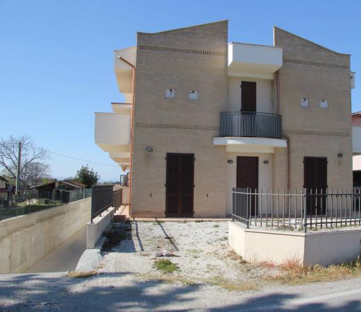 Palazzo / Stabile in Vendita a Spello