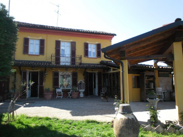 Rustico / Casale in vendita a Incisa Scapaccino, 5 locali, prezzo € 170.000 | CambioCasa.it
