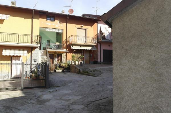 Appartamento in vendita a Cocquio-Trevisago, 3 locali, prezzo € 50.000   Cambio Casa.it